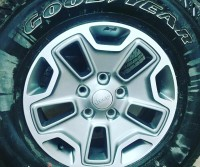 17x7.5 factory Jeep